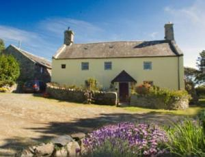 Llwyndu Farmhouse