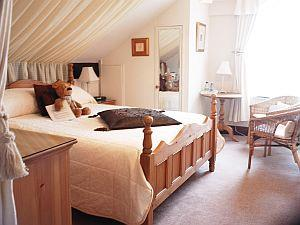 Denehurst Guest House bedroom