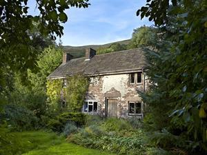 Ty Hwnt, remote cottage in the Brecon Beacons