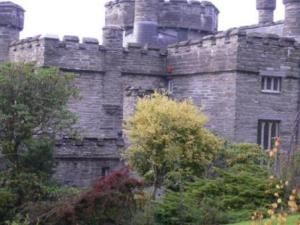 Glandyfi Castle