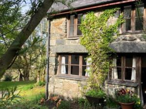 Ty Trol Holiday Cottage