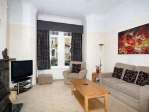 F1D - ground floor apartment with king size bed and spacious lounge